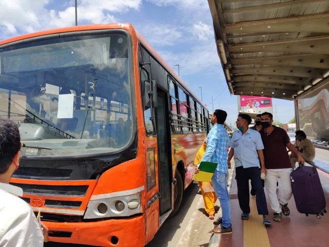 Cities across India including Delhi, Mumbai, Bengaluru, Hyderabad, Chennai and Kolkata have witnessed a decline in public transport ridership. Revathy Pradeep/WRI India